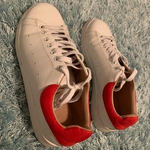 Very cute women sneaker size 7M